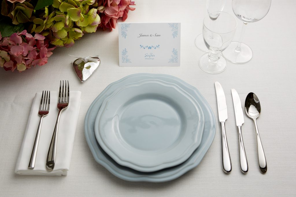 Blue Table card and plates